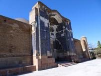 """Die """"blaue Moschee"""" in Täbris"""