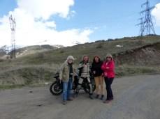… Angelika mit Freunden auf Tour durch Armenien.