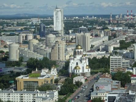 """Ekaterinburg - Blick über die Stadt vom Vysotsky Tower. In der Mitte die """"Kirche auf dem Blut"""""""