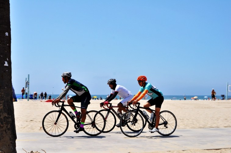 things-to-do-at-venice-beach-bike-riding