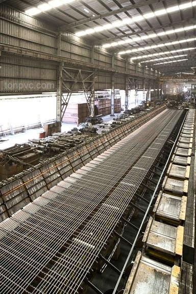 Nhà Máy Thép Việt Mỹ, sử dụng Tôn Chống Ăn Mòn PVC để lợp mái và vách ngăn