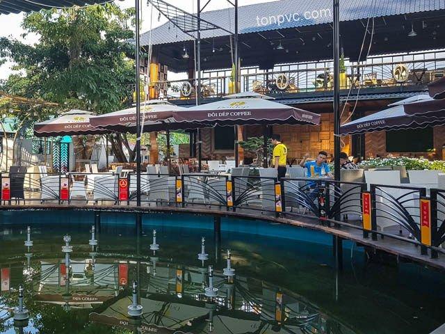 Hình 04 : hồ nước Quán cà phề Đôi Dép - Lâm Đồng, Ngói Nhựa ASA/PVC màu Xám Đen