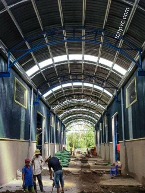 Hình 09 : mái vòm mới của xưởng sản xuất phân bón Ba Con Rồng, Long An - Tôn Nhựa ASA/PVC màu Xám Đen