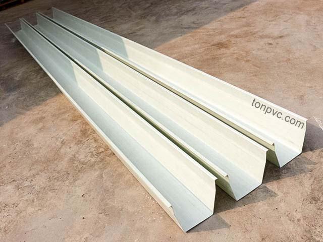 Hình 01 : Máng Xối Nhựa PVC, nguyên máng dài 6m