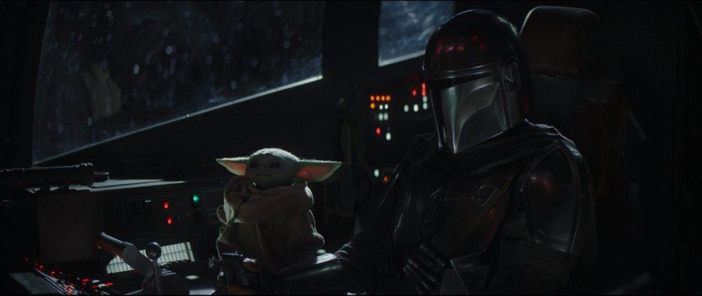 Pedro Pascal (The Mandalorian) y Baby Yoda