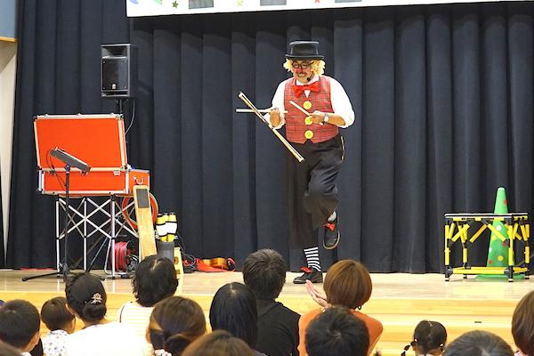 保育園の夏まつりでピエロが出張イベント!おしゃべりピエロに親子で大笑い♪愛知県北名古屋市