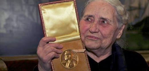 Bán đấu giá huy chương Nobel của nhà văn Doris Lessing