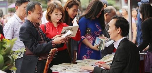 Trần Nhật Minh  Tự thách thức ngay sau tập thơ đầu tay