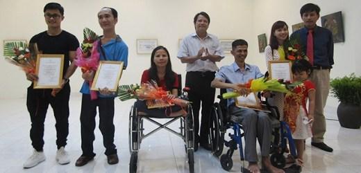 """""""Ngày mới"""" của bốn họa sĩ khuyết tật"""
