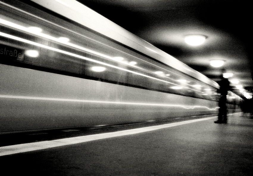 incoming-train-street-photography
