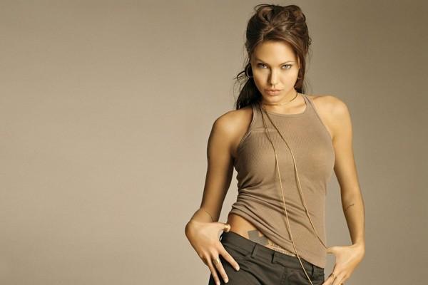 Yong-Hot-and-Beautiful-Angelina-Jolie.jpg