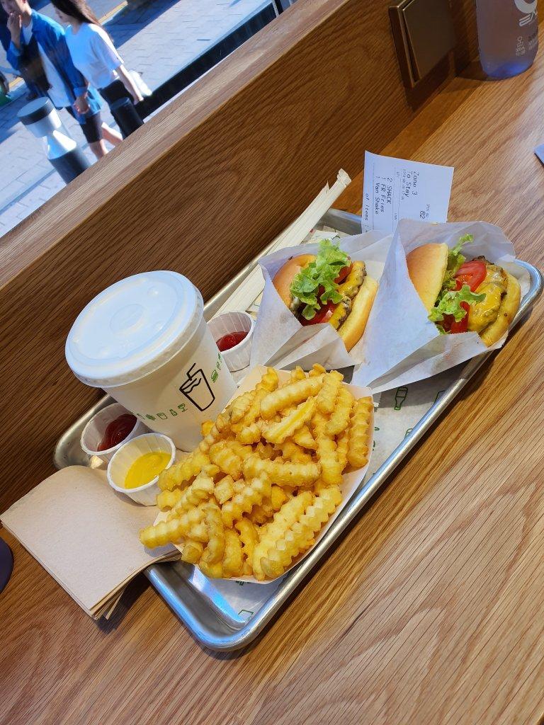 쉑쉑버거(Shake Shack) 종각점 주문 내용: 쉑쉑버거, 감자튀김, 밀크쉐이크