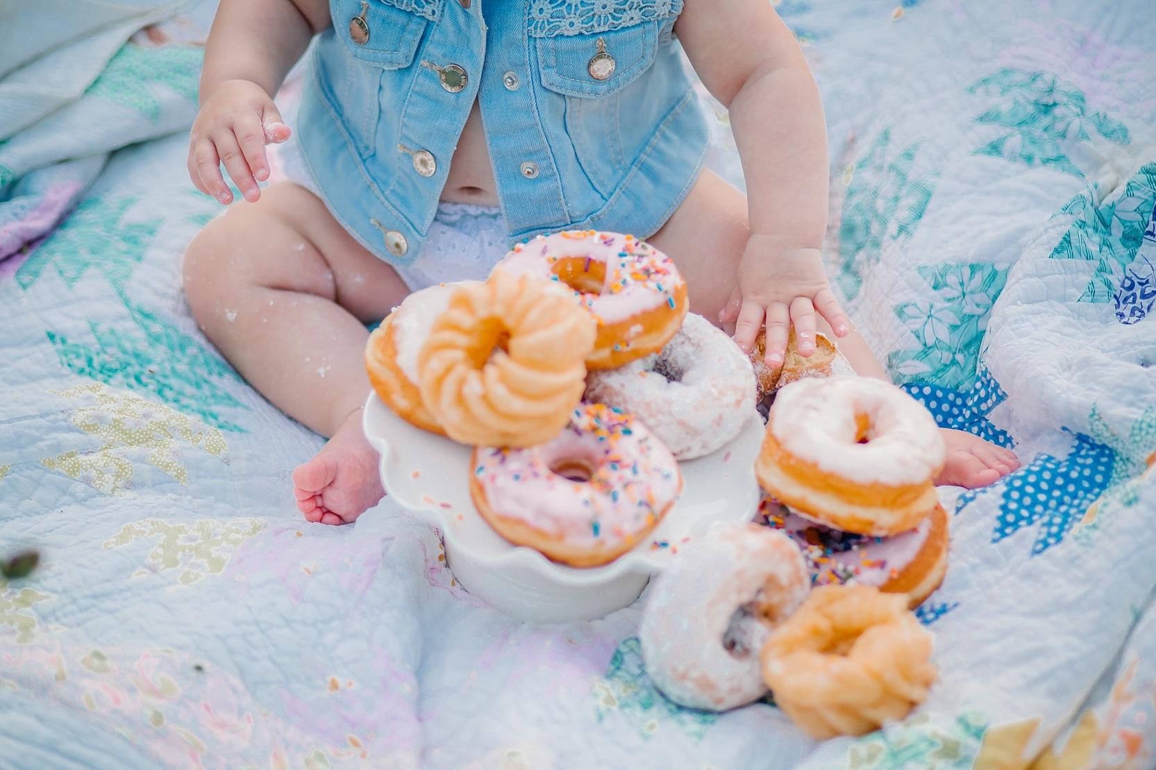 md-dc-va-1st-birthday-photographer-donut-smash