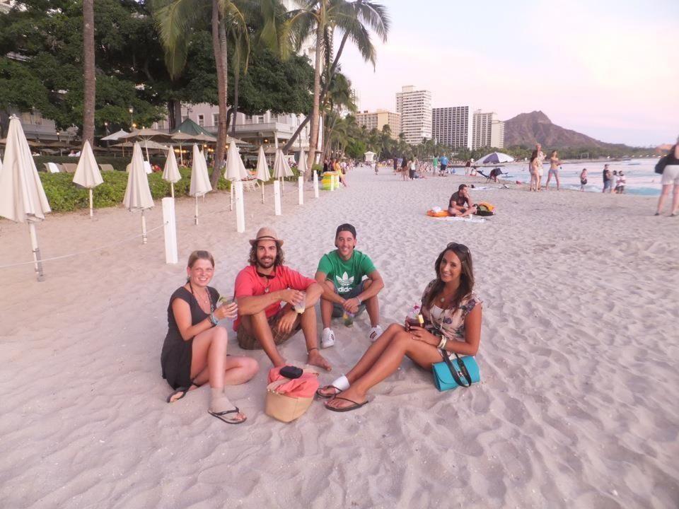 Priska, Aaron, un servidor y Hannah tomando unos mojitos