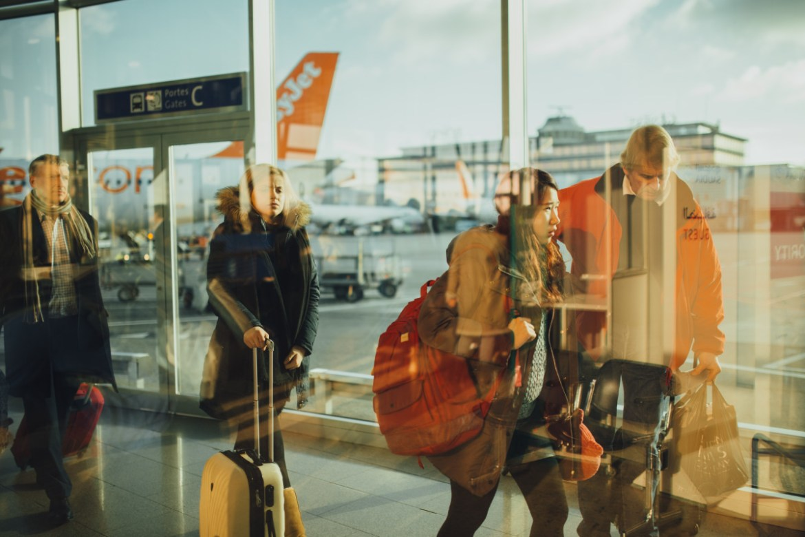 10 REASONS WHY YOU SHOULD WORK ABROAD