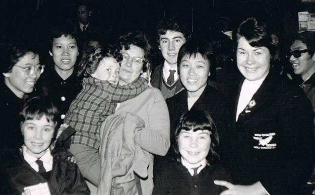 Yvonne and her family welcome the Chinese team to Dunedin