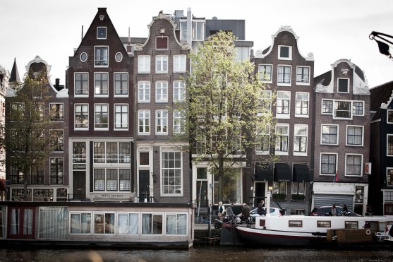 sagging buildings in Amsterdam
