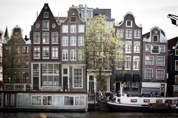 sagging buildings in Amsterdam
