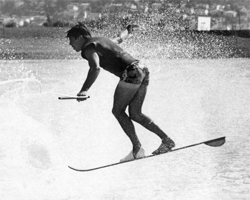 j_TonyKlarich.com_Water_Skiing_MURPHYOLDHELI_HotDog_Creative_Commons_Free_3MR