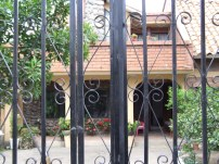 Home in Paute Ecuador with gated entrance - photo
