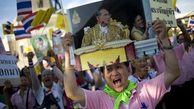 Photo of Pertama Kali Dalam Sejarah, Rakyat Thailand Kritik Monarki Secara Terbuka