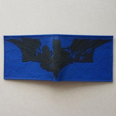 Billetera Batman PT Batman DC Comics En Goma Logo Dark Knight y silueta azul (copia)