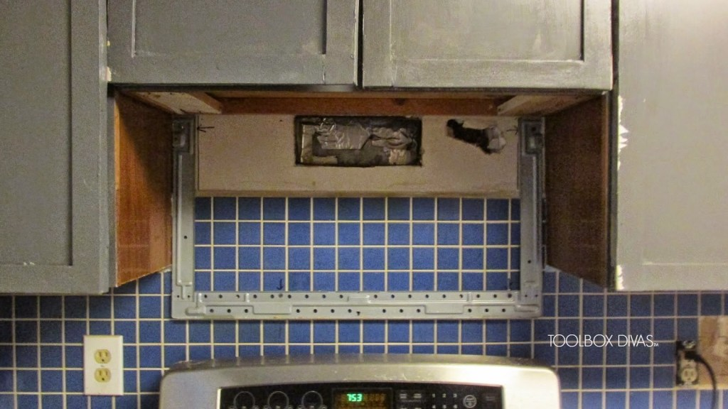 Tile Removal 101: Remove the Tile Backsplash Without Damaging the Drywall