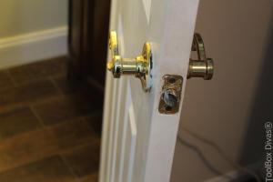 How to Replace a Bedroom & Bathroom Door Knob - Toolbox Divas
