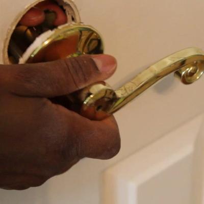 How to Replace a Bedroom & Bathroom Door Knob