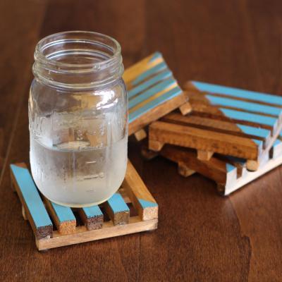Easy DIY Pallet Coasters