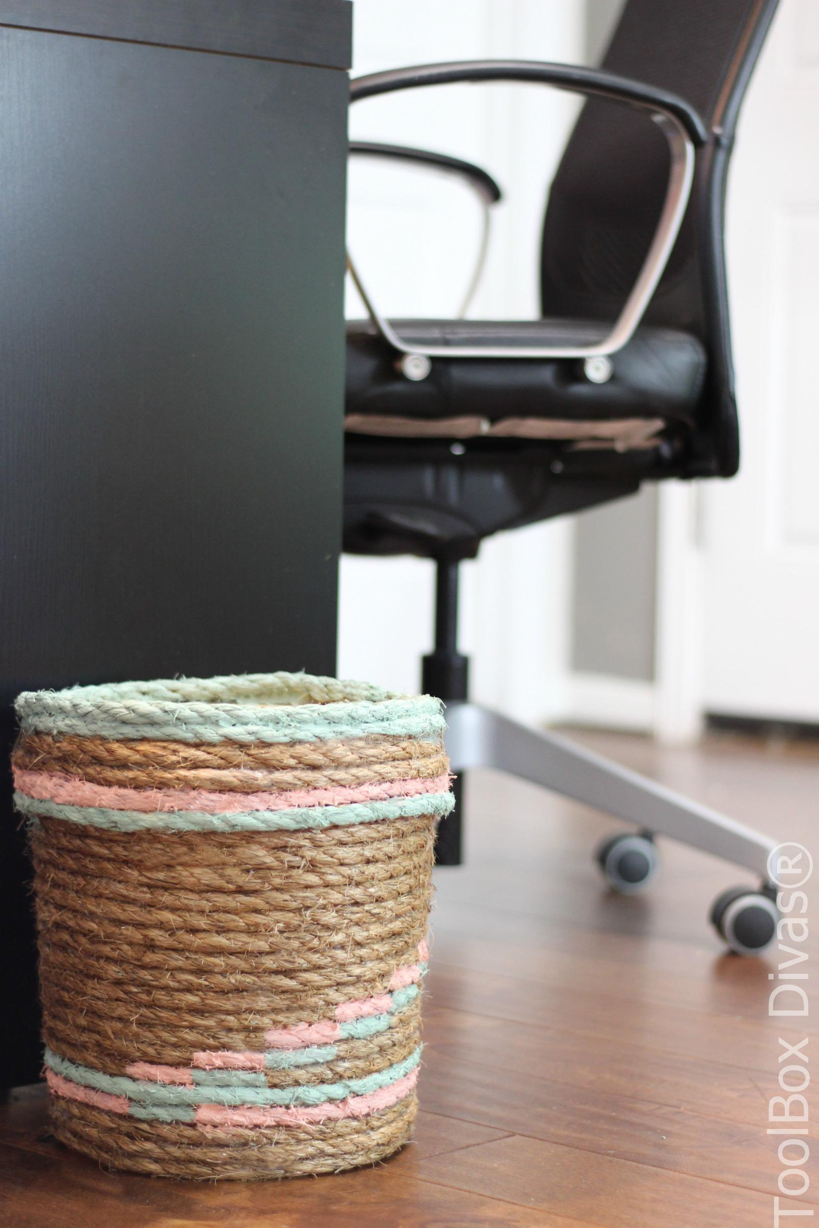 How to make a rope trash basket using an old bucket #Upcycle #Repurpose #DIY @ToolboxDivas
