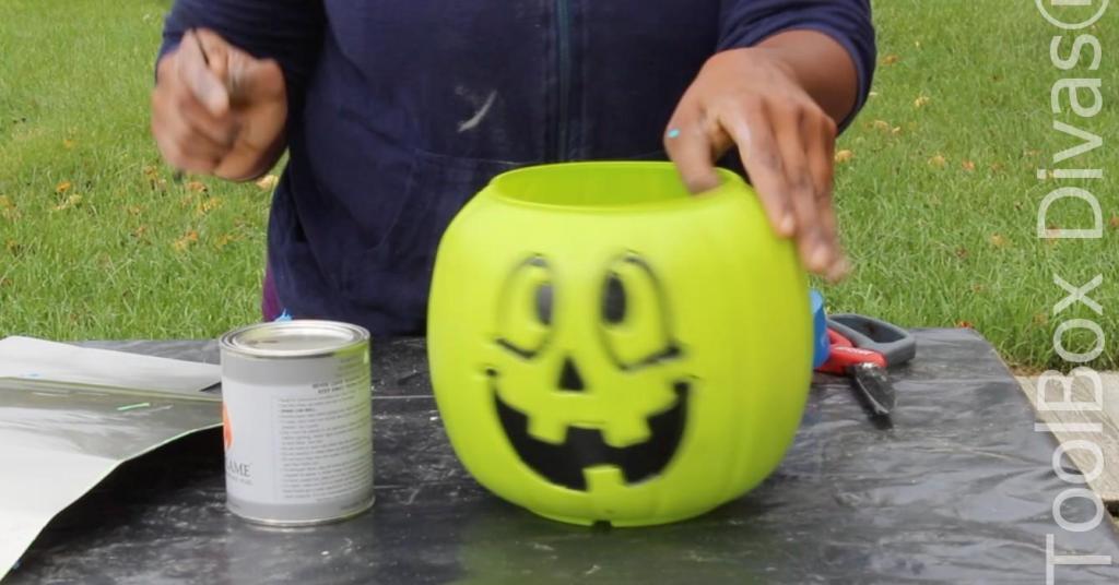 Easy Halloween DIY Project pumpkin fire pit - Toolboxdivas