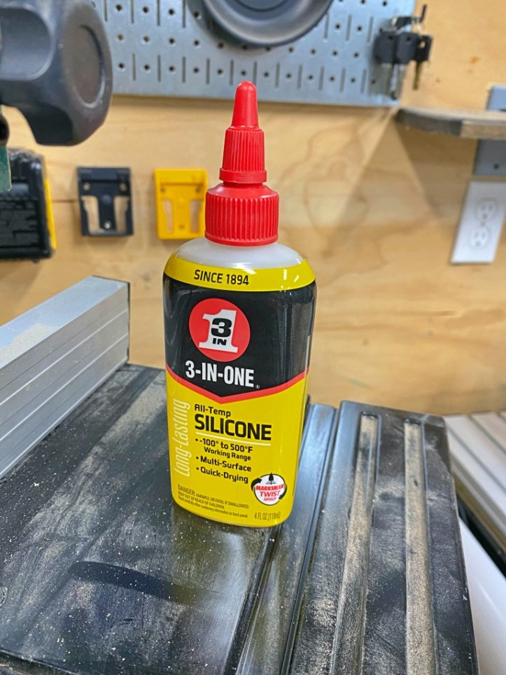 Tool Maintenance with 3-IN-ONE© All-Temp Silicone