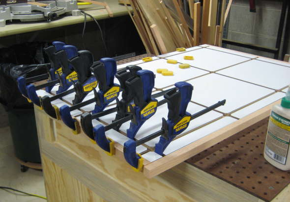 Clamping the edge banding on the T-track table
