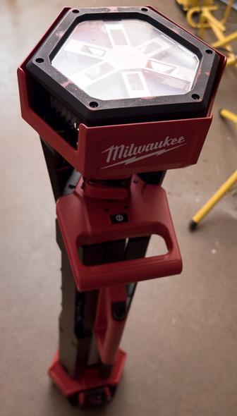 Milwaukee M18 LED Tripod Worklight Closed