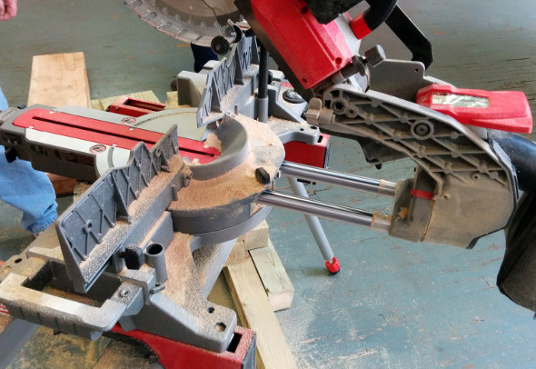 M18 Fuel miter saw rails fully extended