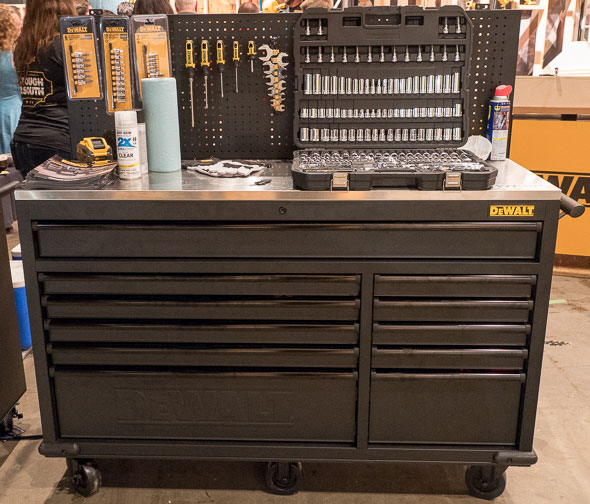 Dewalt 60 inch rolling workbench