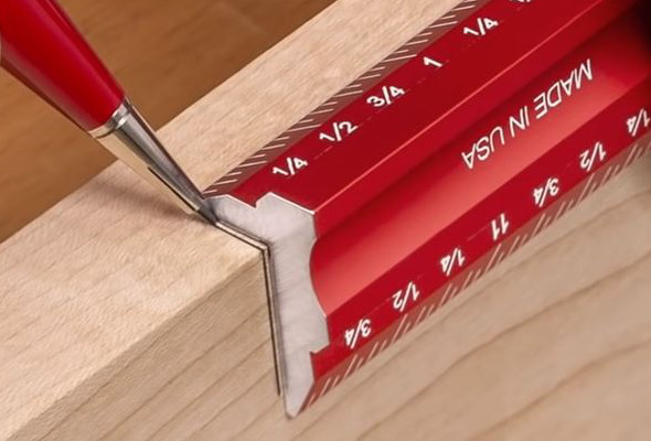Woodpeckers Woodworkers Edge Rule maring both edge and face of a board