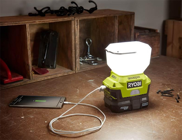 Ryobi P784K Evercharge LED Worklight in Action