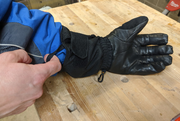 Milwaukee Heated Gloves Cuff and Finger Pull