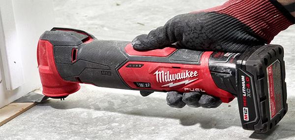 Milwaukee M12 Fuel 2526 Oscillating Multi-Tool Cutting Task