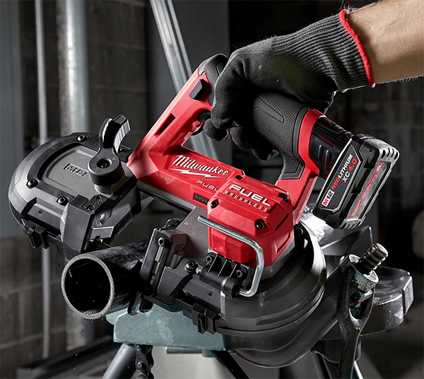 Milwaukee M12 Fuel Cordless Band Saw Cutting Pipe - Pipeline Episode 3 New Tools 2020 Preview