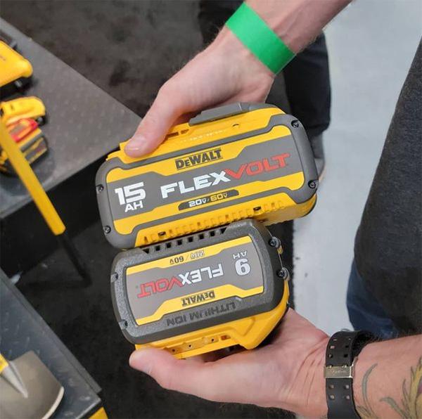 HDCarpentry Photo of Dewalt FlexVolt 15Ah Battery Compared to 9Ah Side View