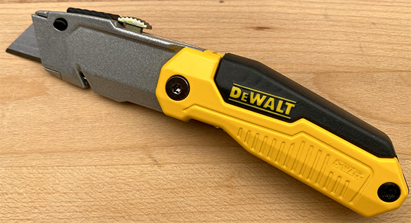 Dewalt Folding Retractable Utility Knife DWHT10035L