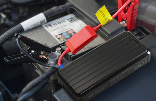 connecting jump starter cables to car