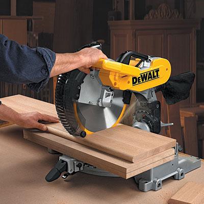 Wood sewing on a DEWALT DW716