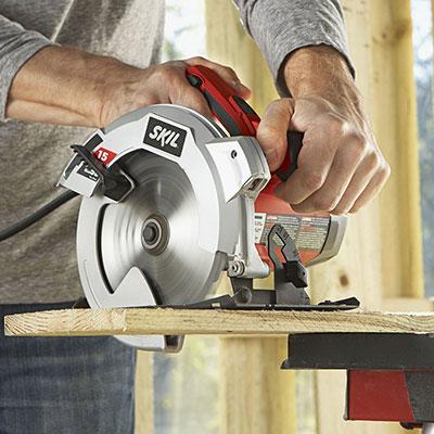 Cutting wood on Skil 5280-01