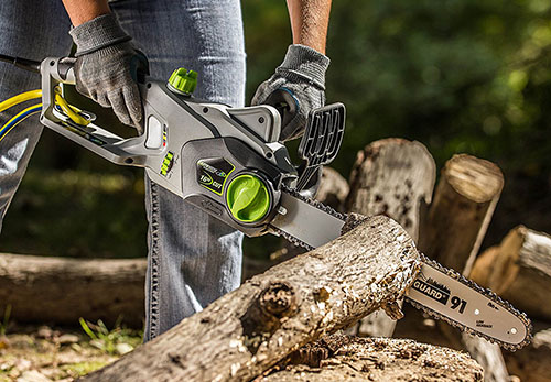 Earthwise CS30116 wood sawing