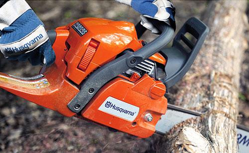 Tree sawing with Husqvarna 450 X-Torq