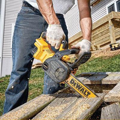 DEWALT DCCS620P1 timber sawing